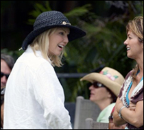 Jane with Heather Locklear on set